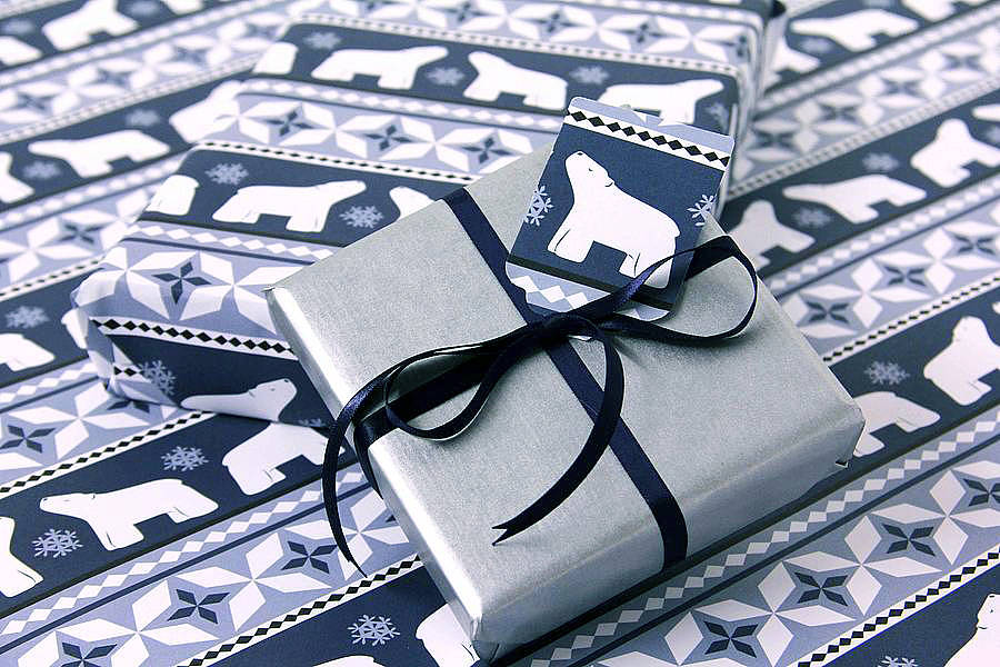 original_polar-bear-wrapping-paper